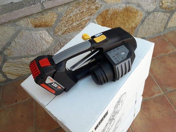 MB820 16-19mm Akumulatorowa wiązarka ręczna do taśm PET/PP w zestawie bateria i ładowarka 3